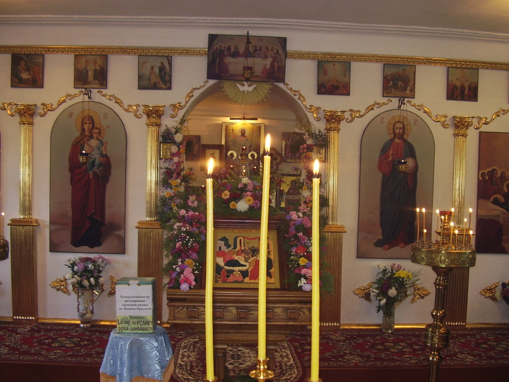 Иконостас храма в честь Успения Пресвятой Богородицы г.Покровск (Энгельс)