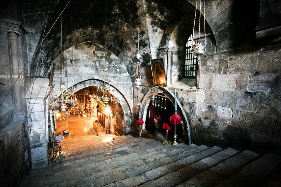 Церковь Успения Богородицы. Лестница, вид от входа в. в Гефсимании