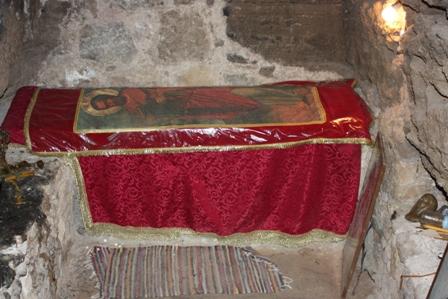 Апостолы Варфоломей и Варнава. Склеп, где были найдены мощи апостола Варнавы.