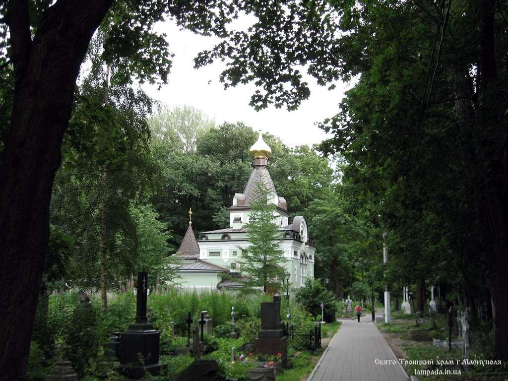 Блаженная Ксения Петербургская. Могила блаженной Ксении находится посреди часовни