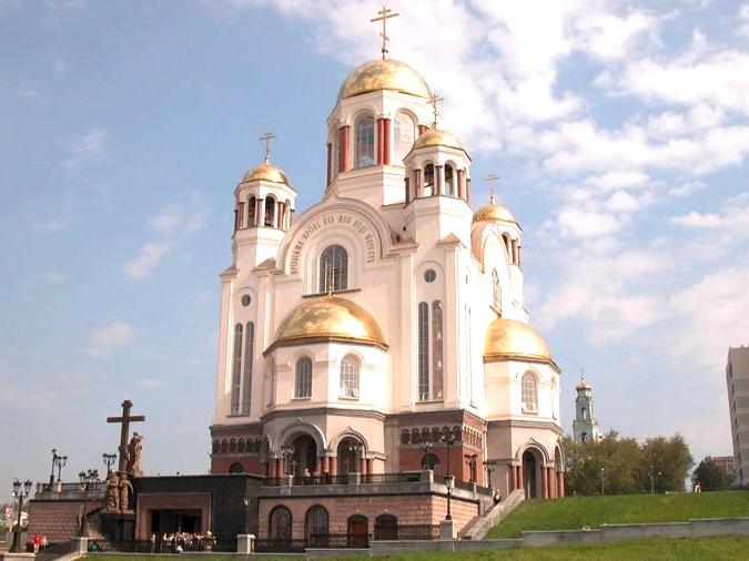 Икона Божией Матери «Троеручица». Храм-на-крови в Екатеринбурге был построен в 2003 году на месте Ипатьевского дома, где в ночь с 16 на 17 июля 1918 года был расстрелян последний российский император Николай II и его семья.