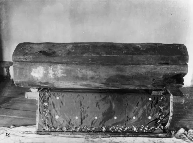 Серафим Саровский. Гроб-колода, в котором был погребен прп. Серафим..